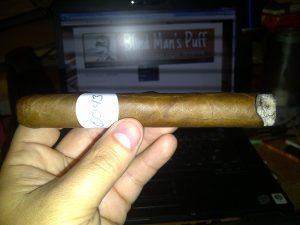 Blind Cigar Review: Arturo Fuente   Especiales Cazadores Natural