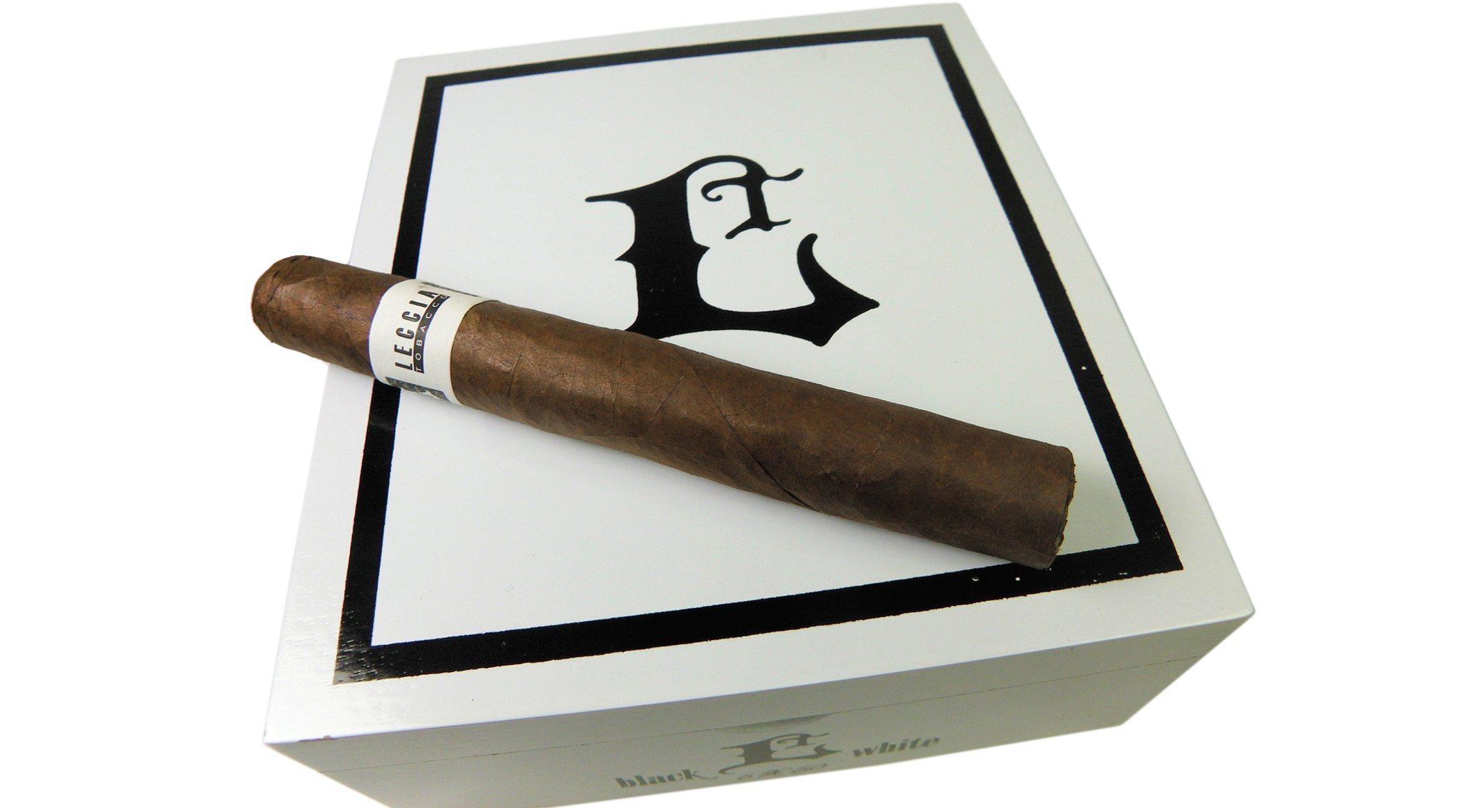 Blind Cigar Review: Leccia | White 552 Robusto